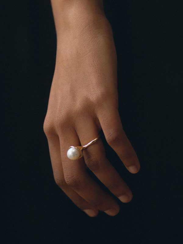 CHAPEAU Ring in 14k Gold and Pearl by FARIS