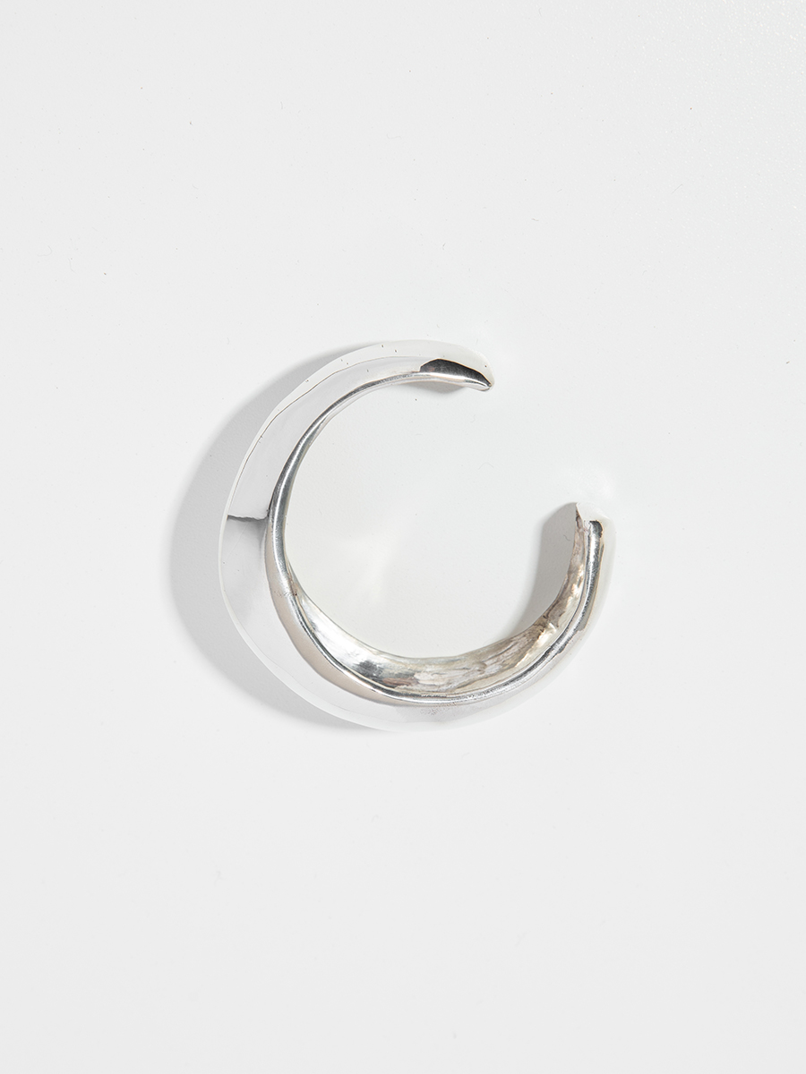 RIDGE CUFF IN SILVER BY FARIS