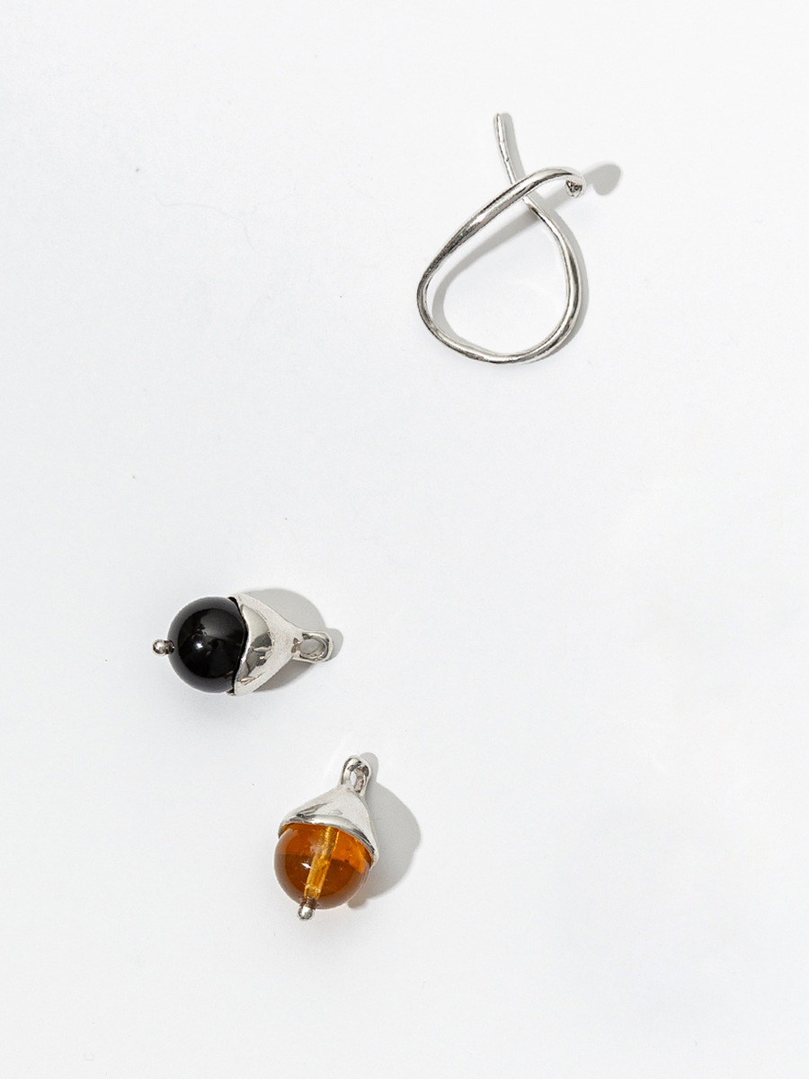 CHAPEAU HANG IN STERLING SILVER WITH YELLOW GLASS AND ONYX BY FARIS