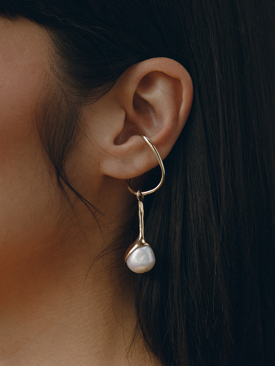 SAPPHO HANG IN BRONZE AND PEARL BY FARIS